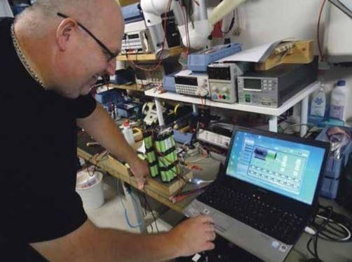 PCM-kredsløbet testes i Li-Ion batteripakke, som i ultrakompakt - men sikkerhedsoptimeret - form bruges til fiskeindustrien.