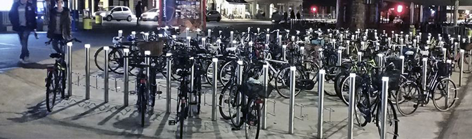 Nørrebro cykelparkering oplyst med solcellelamper med LED-lys